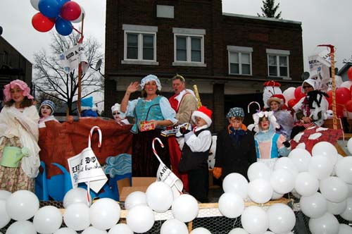 2008 Acton Santa Claus Parade - float with balloons